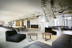A key focus of the design was the creation of a large open space that also offered a range of different rooms for retreat, formal meetings, casual meetings and open meetings, as well as an arena, a library and a number of kitchens and lounge areas.