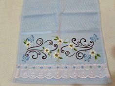 toalha de lavabo 100% algodão pintada á mão,com acabamento de bordado inglês com passa fita.  Medida: 0,30cmx0,50cm.