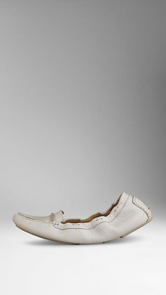 Signature Grain Leather Driving Shoes   Burberry ¥ 48,600