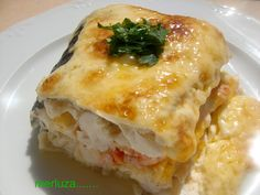 merluza rellena al horno | desucreisal Kitchen Recipes, Cooking Recipes, Healthy Recipes, Seafood Dishes, Fish And Seafood, Fish Recipes, Seafood Recipes, Spanish Dishes, Good Food
