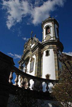 Igreja de Sao Francisco de Assis em São João Del Rei, estado de Minas Gerais, Brasil. Uma linda igreja, com esculturas do mestre Aleijadinho.  Fotografia: Allysson Correia no Flickr.