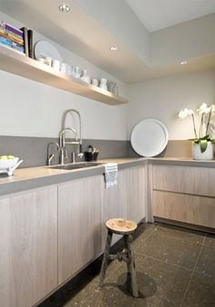 Home Decor on a Budget – Mirrors and Light Fixtures - Sweet Home And Garden Kitchen Design Styles, Kitchen Flooring, Contemporary Kitchen, Kitchen Dining Room, Studio Kitchen, Home Kitchens, Kitchen Styling, Minimalist Kitchen, Kitchen Design
