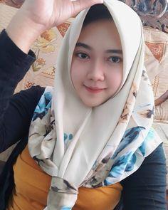 Modest Fashion Hijab, Casual Hijab Outfit, Hijab Chic, Arab Girls Hijab, Girl Hijab, Muslim Girls, Beautiful Muslim Women, Beautiful Hijab, Instant Hijab