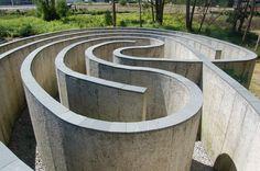 Laberinto de Pontevedra (1999), a sculpture by Robert Morris in the park of Portevedra (Spain)