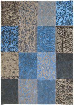 Dit blauw met grijze patchwork tapijt is gemaakt van een combinatie van zuivere wol en katoen. Het vloerkleed heeft een mooie vintage uitstr...