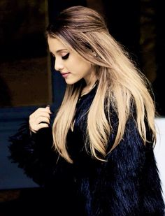 Doesn't Ariana Grande look Beautiful. She looks Awesome with that outfit along with the hair open! Cabello Ariana Grande, Ariana Grande Fotos, Freelee The Banana Girl, Malibu, Beauty And Fashion, Iggy Azalea, Dangerous Woman, Blonde Ombre, Amanda Seyfried