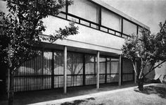 Vista de la fachada posterior, Casa en Los Alpes, Cárpatos 42, Los Alpes, Álvaro Obregón, Ciudad de México 1956 (modificado) Arq. Jaime Herrasti Donde - View of the rear facade, House in Los Alpes, Cárpatos 42, Los Alpes, Alvaro Obregon, Mexico City 1956 (modified)