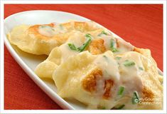 Sour Cream Garlic-Chive Sauce: This creamy sauce is flavored with mellow sautéed garlic and fresh chives and was created to complement homemade potato-cheese pierogi. Pan fried chicken and put sauce over both yummy Pierogi Sauce, Pierogi Recipe, Garlic Chives, Fresh Chives, Garlic Parmesan, Sauce Recipes, Cooking Recipes, Great Recipes, Favorite Recipes