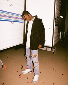 Travis Scott showing off his Streetwear in a Vintage tattoo T-shirt and a pair of Michael Jordan Sneakers Travis Scott Outfits, Travis Scott Fashion, Travis Scott Style, Michael Jordan Sneakers, Travis Scott Wallpapers, Cool Outfits For Men, Travis Scott Astroworld, Tattoo T Shirts, Little Boy Fashion
