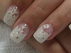 Crackle nail polish is not a new thing, but it is still rocking for the nail art… Fabulous Nails, Gorgeous Nails, Love Nails, Fun Nails, Pretty Nails, Prom Nails, Wedding Manicure, Wedding Nails Design, Bridal Nails