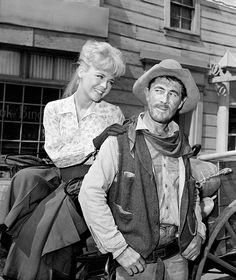 Tv Show Gunsmoke Stock Pictures, Royalty-free Photos & Images - Getty Images Old Western Actors, Western Film, Hollywood Stars, Old Hollywood, Usa Tv Series, Ken Curtis, 60s Tv Shows, James Drury, Miss Kitty