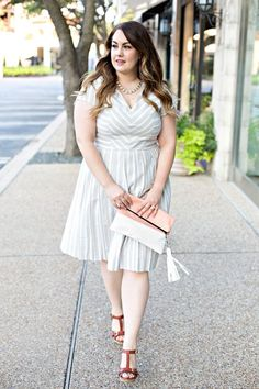 This dress is the perfect for transitioning your wardrobe into fall. The neutral patterns are perfect for a dressy look.
