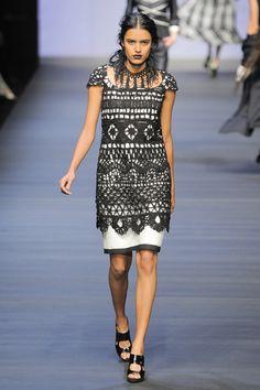 Mariella Burani crochet dress pattern: http://www.liveinternet.ru/users/4435335/post174229268/    http://knitting-w.blogspot.co.uk/2011/07/blog-post_15.html  PDF:  http://www.fuersie.de/mode/stricken/download/im-stil-von-mariella-burani