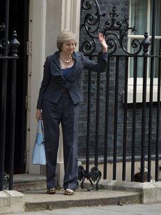 Dopo quattro anni di convivenza, il gatto Larry non seguirà la famiglia Cameron, che lascerà la residenza di Downing Street. L'animale