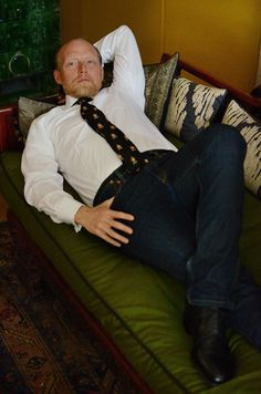 Bernd on his beautiful chaiselongue with silk cushions