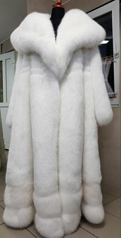 Fox Fur Coat, Fur Coats, Fur Jackets, F1, Faux Fur, How To Wear, Blue, Clothes, Outfits