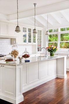 50 Gorgeous Kitchen Wall Decor Ideas To Give Your Kitchen: 50 Gorgeous Modern Cottage Kitchen Ideas Shaker Style Kitchen Cabinets, White Shaker Kitchen, Shaker Style Kitchens, Kitchen Cabinet Styles, Home Kitchens, Kitchen Island, White Cabinets, Farmhouse Kitchens, Glass Cabinets