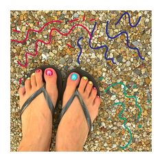 ・ ネイルチェンジ🌈 IGのお友達のネイルが 可愛くて可愛くて真似っこ❤️ ・・・にしても 足の指がぶっさいくやなー #フットネイル #レインボー #セルフネイル