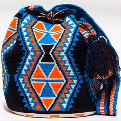Handmade Hermosa Wayuu bags are rare art. Only small amounts are made because of the complexity and method to produce a single Hermosa Wayuu Bag. Tightly woven by one strand of thread, The process can Crotchet Bags, Knitted Bags, Tapestry Bag, Tapestry Crochet, Indian Style Clothes, Jingle Dress Dancer, Basic Embroidery Stitches, Dress Illustration, Tablet Weaving