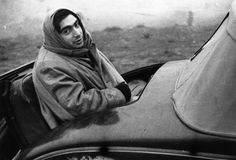 Hungarian born American photo-journalist Robert Capa (born Andrei Friedmann, 1913 - in Spain during the civil war. (Photo by London Express/Getty Images) Most Famous Photographers, Classic Photographers, Liberation Of Paris, First Indochina War, David Lachapelle, American Photo, William Eggleston, War Photography, White Photography