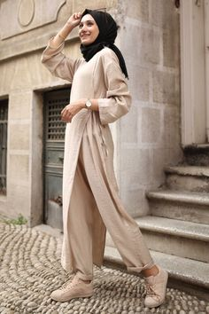 Modest Fashion Hijab, Street Hijab Fashion, Abaya Fashion, Muslim Fashion, Modest Outfits, Fashion Dresses, Hijab Chic, Hijab Fashion Inspiration, Designs For Dresses