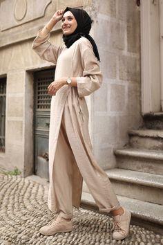 Modest Fashion Hijab, Street Hijab Fashion, Abaya Fashion, Muslim Fashion, Modest Outfits, Fashion Dresses, Hijab Chic, Hijab Fashion Inspiration, Designs For Dresses