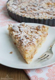 Apfel-Vanille-Tarte mit Marzipanstreuseln More
