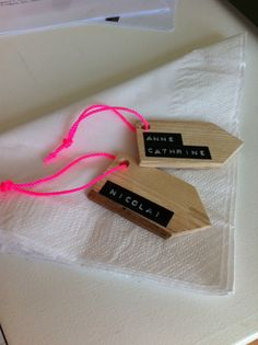Home made place cards - wood, dymo and neon pink! Favorite Holiday, Place Cards, Gift Wrapping, Homemade, Crafty, Christmas, Pink, Gifts, Neon