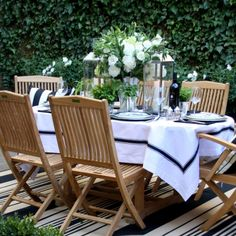 fresh and crisp table decor for a summer dinner outdoors.