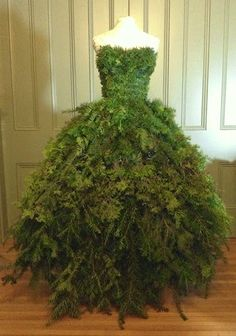 The Dusty Victorian: Christmas Tree Dress 2014 DIY   The Countessu0027 New Gown