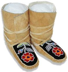 Judy Kavanagh's Woodland Moccasins South American Art, Beaded Shoes, Native Design, Nativity Crafts, Slipper Boots, Deer Skin, Green Wool, Polar Fleece, First Nations