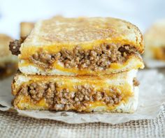 It's sloppy joe meets grilled cheese and it's a match made in heaven! These Sloppy Joe Grilled Cheese Sandwiches are just plain ridiculous! You're going to be hooked after one bite! Tacos, Tostadas, I Love Food, Good Food, Yummy Food, Delicious Recipes, Cheese Recipes, Cooking Recipes, Freezer Recipes