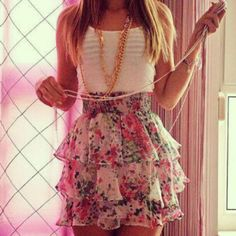 High-waisted tiered floral skirt.