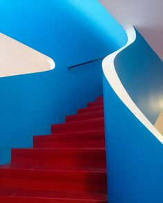 Calms your body or increases the blood pressure? Functionalism, Blood Pressure, Stairs, Minimalist, Home Decor, De Stijl, Stairway, Decoration Home, Room Decor