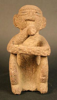 Figura antropomorfa masculina sedente: sukie, Huetar Costa Rica. 1000-1500 d.C