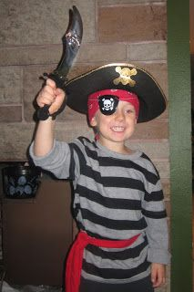 Homemade no sew pirate costume for kids pretend play homemade diy easy pirate costume solutioingenieria Images