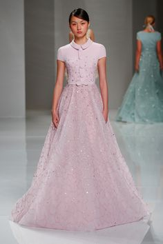 Read more about the Georges Hobeika Spring Collection 2015 here! Take a look at pictures of Georges Hobeika Spring 2015 on Arabia Weddings. Style Couture, Couture Mode, Couture Fashion, Runway Fashion, Couture 2015, Punk Fashion, Lolita Fashion, Georges Hobeika, Beautiful Evening Gowns