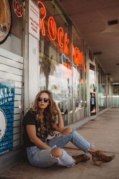 Shannon Jenkins of Upbeat Soles styles a rock n roll, edgy concert outfit with Guns N Roses vintage tee, high waisted distressed jeans, Matisse Nugent booties, and Ray Ban Clubmasters Senior Photos Girls, Senior Picture Outfits, Senior Pics, Senior Pictures, Grad Pics, Senior Portraits, Cute Concert Outfits, Edgy Outfits, Matisse