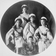The Romanov children. Grand Duchesses, Maria, Tatiana, Anastasia & Olga with Tsarevich Alexai.