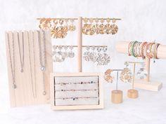 BRAND NEW: statement earrings, rings & displays Diy Rings, Boho Rings, Karten Display, Ringe Gold, Ring Displays, Earring Cards, Square Earrings, Wholesale Beads, Boucle D'oreille