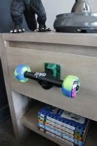 20 fun and creative skateboard upcycling ideas 20 fun and creative skateboard . - 20 fun and creative skateboard upcycling ideas 20 fun and creative skateboard … 20 fun and creative skateboard upcycling ideas 20 fun and creative skateboard … Skateboard Furniture, Skateboard Decor, Skateboard Tattoo, Skateboard Shelves, Skateboard Clothing, Skateboard Design, Kids Bedroom, Bedroom Decor, Bedroom Ideas
