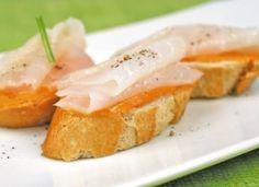 Tostaditas de salmorejo con bacalao para #Mycook http://www.mycook.es/cocina/receta/tostaditas-de-salmorejo-con-bacalao