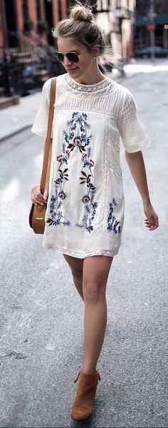 SPECIFICATIONSProduct Name: Summer Hollow Out Lace Floral Embroidery Round Neck Short Sleeves DressStyle: streetStreet: Europe and the United StatesCombination