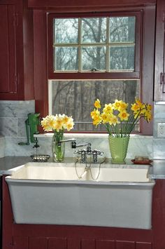 My Kitchen Sink with Daffodils | Content in a Cottage