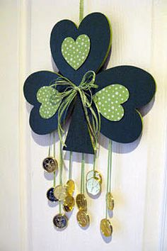 Patrick's Day Shamrock Door Decoration We're decorating green for St. Patrick's Day! Hang this shamrock on your front door to show your Irish pride! March Crafts, St Patrick's Day Crafts, Family Crafts, Spring Crafts, Holiday Crafts, Holiday Ideas, Deco St Patrick, Sant Patrick, Wreaths