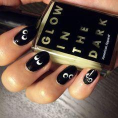 DIY: manicura de Halloween para arrasar e brilhar no escuro