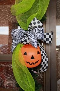 Black and White Bow adds a pop to Halloween!