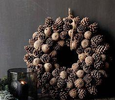 Новогодний венок из шишек Рождественский венок из шишек  Christmas pine cones wreath