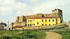 Standing in the place of the old cistern, you can get a full view of the old fortress of Eptapyrgio and the expansions added later as prison buildings. (Walking Thessaloniki, Route 08 - Seven Towers) Acropolis, Thessaloniki, Byzantine, Towers, The Expanse, Prison, Castles, Medieval, Buildings