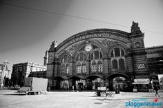 Die Frontfassade des Bremer Hauptbahnhofs in klassischem schwarz-weiss von unserem Fotografen.